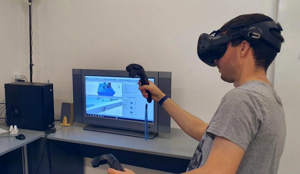 Obrázok 5: Ukážka testovania interakcie predmetov vo virtuálnom prostredí