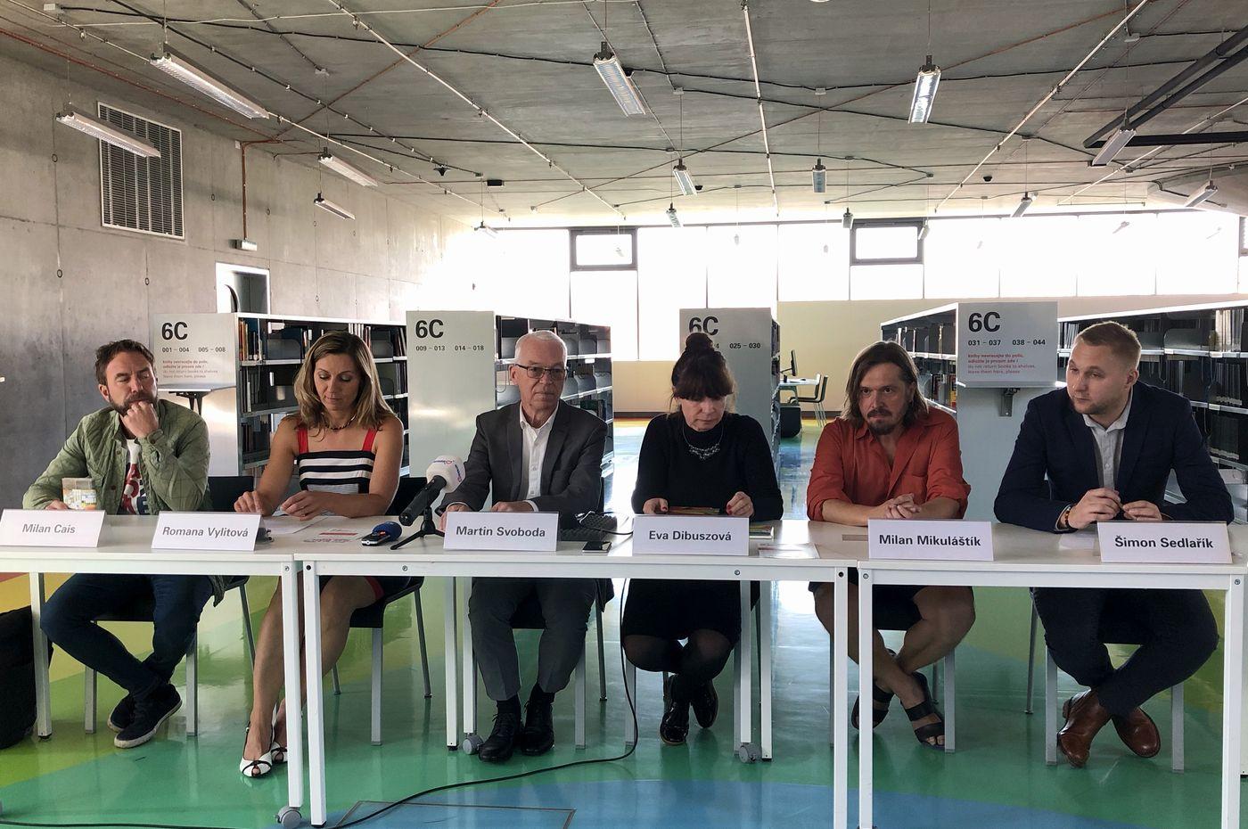 Tisková konference (Milan Cais, Romana Vylitová, Martin Svoboda, Eva Dibuszová, Milan Mikuláštík a Šimon Sedlařík)